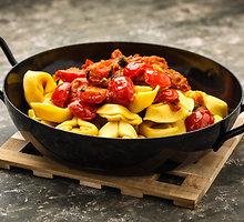Mocarelos ir pomidorų padažas makaronams