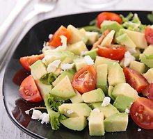 Pomidorų ir avokadų salotos