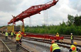 """Auksiniai bėgiai: nutraukti """"Rail Baltica"""" konkursai, nes kelininkai už kilometrą prašo 4 milijonų eurų"""