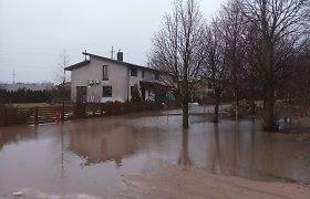 Pavasaris dar neatėjo, o Vilniaus rajono Zujūnus skandina potvynis