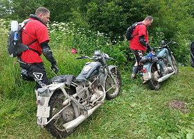 """""""Ežiukai"""" kelionėje APL su IŽ motociklais"""