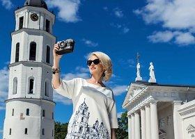 Viktorija Jakučinskaitė sukūrė sukneles su Vilniaus motyvais