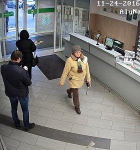 Nufilmuota alytiškė, prekybos centre susigundžiusi kitos pirkėjos pinigine