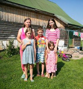 """Po vyro mirties viena su keturiais vaikais vienkiemyje likusi Žaneta: """"Svajonė – namuose turėti vandens"""""""