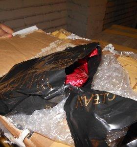 Krovinys iš JAE: vietoje pirties muilo muitininkai rado kaljano tabako