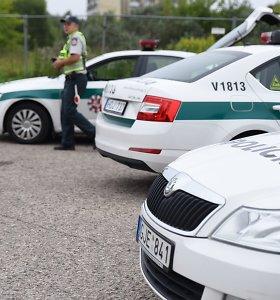 Lazdijų rajone girtas vairuotojas rėžėsi į policijos mašiną