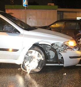 Panevėžyje girtas vairuotojas rėžėsi į BMW