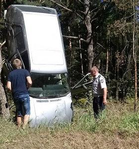 """Uteniškius stebino lyg iš dangaus nukritęs senutėlis """"VW Golf"""""""