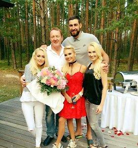 Eglė Valančiūnienė sulaukė įspūdingos gimtadienio staigmenos: iš sraigtasparnio pasipylė žiedlapiai