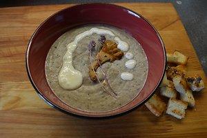 Trinta miško grybų sriuba su sūriu ir čiobrelių žiedais (Ievos K. receptas)