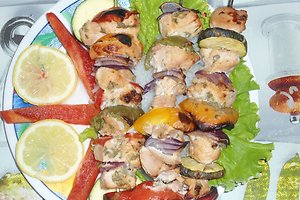 Vištienos šašlykas su daržovėmis ir mėtiniu marinatu (Janinos M. receptas)