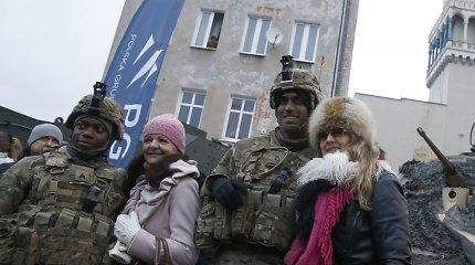 Lenkija džiaugsmingai pasveikino į šalį atsiųstus JAV karius