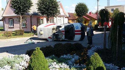 Į iškvietimą skubėję greitosios medicinos pagalbos gydytojai patys pateko į avariją