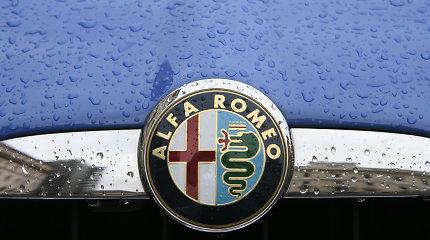 """Per avariją Alytuje nesuvaldytas """"Alfa Romeo"""" pasismeigė ant kelio atitvaro strypo"""