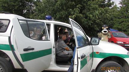 Vilkaviškio vaikus linksmino ugniagesiai, policininkai ir pareigūnų draugas Amsis