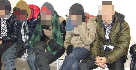 15 nelegalių migrantų iš Vietnamo sugaudyti Varėnos rajono miške