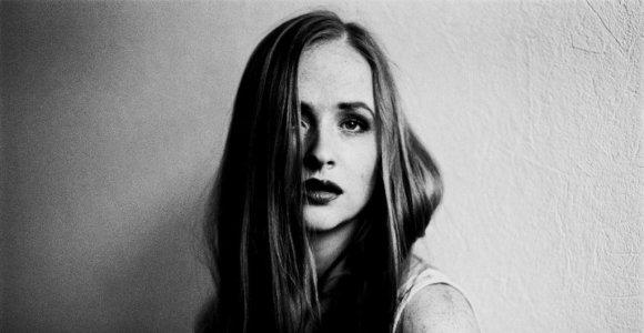Dainininkės Alice Way kūrybinės naujienos: dainos premjera ir aktorės karjera