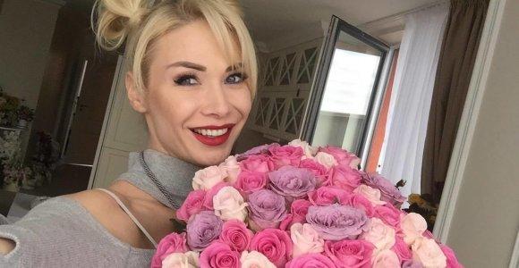 """Slaptas gerbėjas Nataliją Bunkę nustebino gėlėmis: """"Jei prisipažins, pakviesiu kavos. Esu laisva"""""""