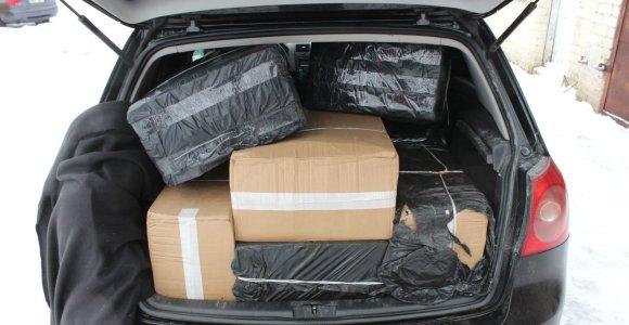 """Telšių rajono gyventojas """"VW Golf"""" gabeno nelegalų 18 750 eurų vertės krovinį"""