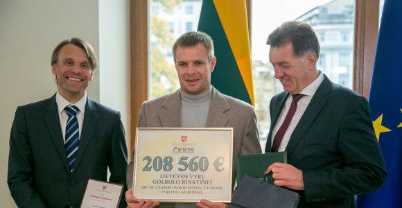 Parolimpiečiai apdovanoti dvigubomis premijomis, tačiau pinigų teks palaukti