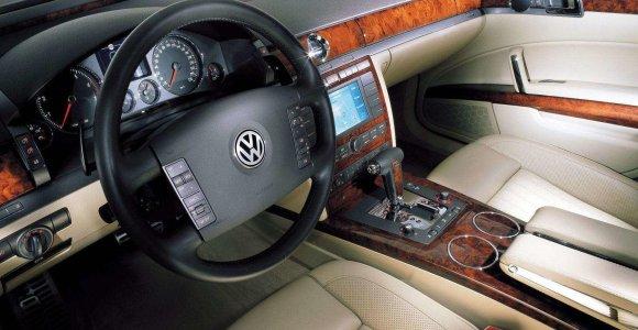 """""""VW Phaeton"""" avarijoje žuvęs buvęs Lazdijų policininkas vežė net 6 keleivius"""