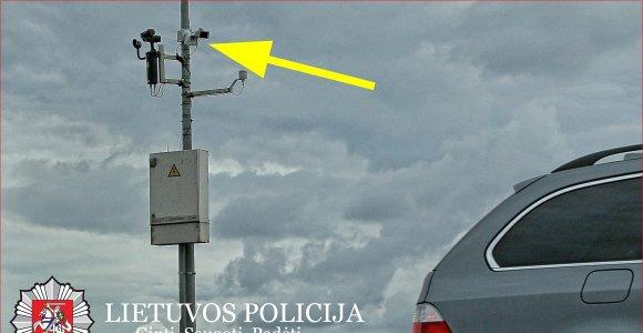 """Kone dvigubai leistiną greitį greitkelyje viršijęs BMW vairuotojas: """"Skubu pas močiutę!"""""""