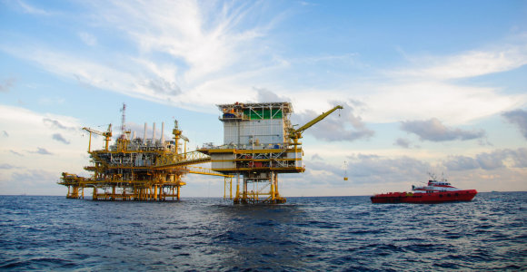 """Naftos perteklius rinkoje gali išnykti per 2 metus, prognozuoja """"Total"""""""