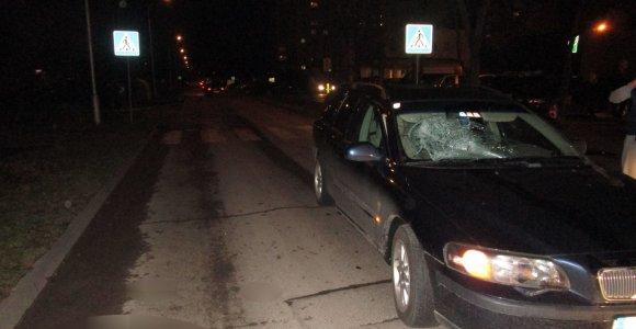 """Pareigūnams neaišku, kaip blaivus """"Volvo"""" vairuotojas sužalojo neblaivų marijampolietį"""