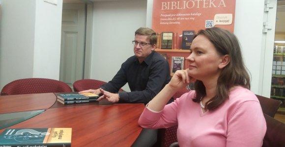 Knygą mokytojams parašę Linas Slušnys ir Daiva Šukytė: dabar mažiau fizinio mokytojų smurto, bet daugiau žodinio