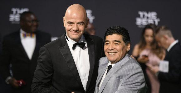 Diego Maradona dirbs FIFA