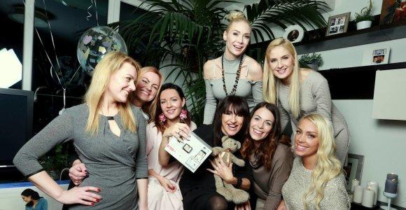 Katažinos Zvonkuvienės kūdikio sutiktuvių vakarėlyje – draugės, dovanos ir saldėsiai