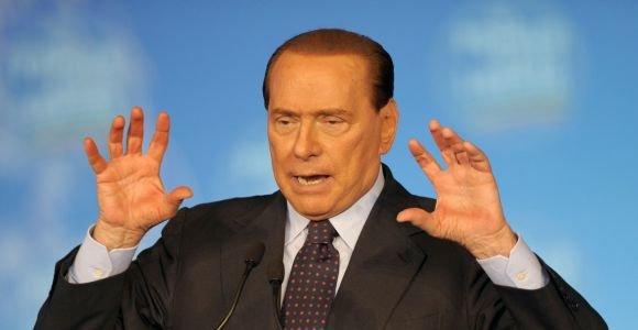 """Silvio Berlusconi parduoda """"AC Milan"""" kinams"""