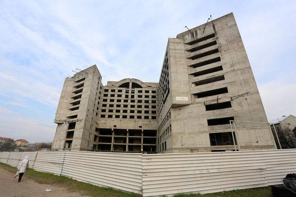"""Teodoro Biliūno/Žmonės.lt nuotr./Nebaigtas statyti """"Respublikos"""" viešbutis-vaiduoklis Kaune"""