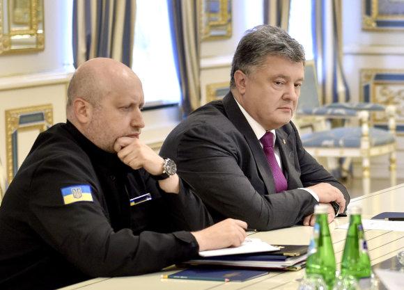 """Scanpix""/AP nuotr./Oleksandras Turčynovas ir Petro Porošenka"