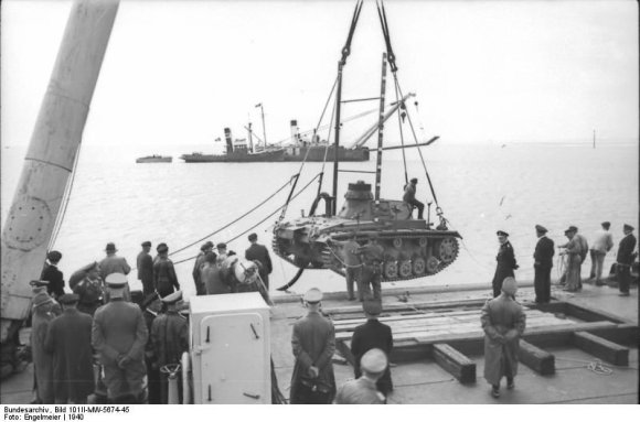 "Vokietijos bundesarchyvo/Wikipedia.org nuotr./Hermetizuoto tanko ""Panzer III"" bandymai"