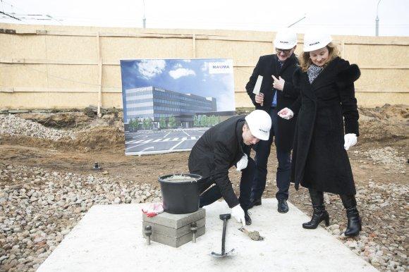 """Irmanto Gelūno / 15min nuotr./Penktadienį """"Maxima"""" simboliškai pradėjo savo naujojo administracinio pastato statybas"""