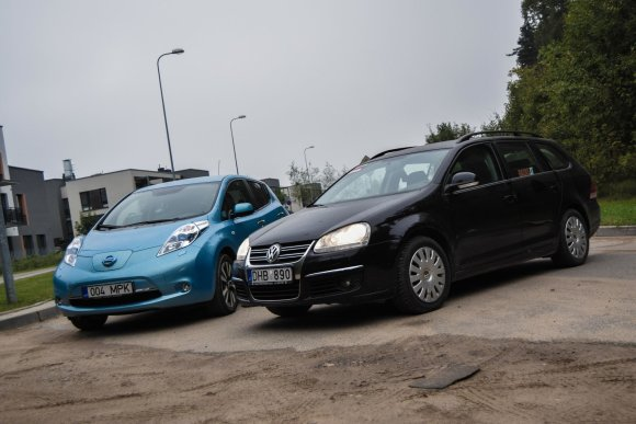 "Dainius Cuberos / 15min nuotr./Kas greičiau juda mieste – ""Volkswagen Golf"" ar ""Nissan Leaf"""