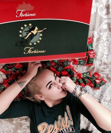 """Asmeninio archyvo nuotr./Prisimindama į parduotuvių lentynas po ketverių metų pertraukos grįžusius saldainius """"Fortūna"""", I. Stonkuvienė teigia, kad jai tai pirmiausia –  nostalgijos skonis iš vaikystės."""