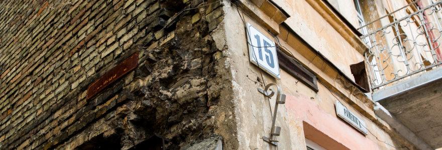 Panerių g. 15 namas laukia naujos aukos: prieš trejus metus nukritęs balkonas pražudė moterį, dabar byra lubų plytos