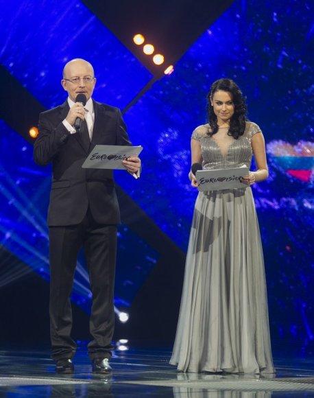 """""""Eurovizijos"""" vedėjai Arūnas Valinskas ir Simona Nainė"""