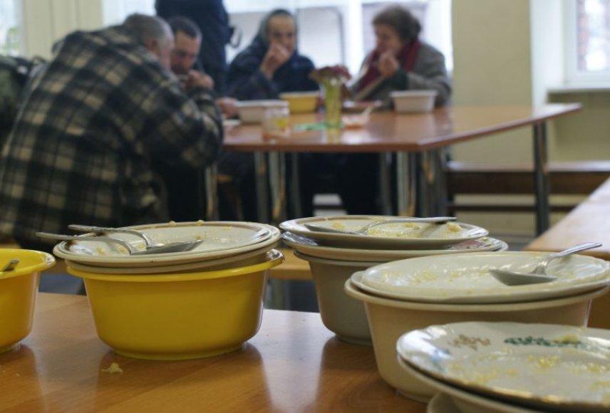 Caritas valdyklose laukiamiausios buvo lėkštės ir plastmasiniai dubenėliai