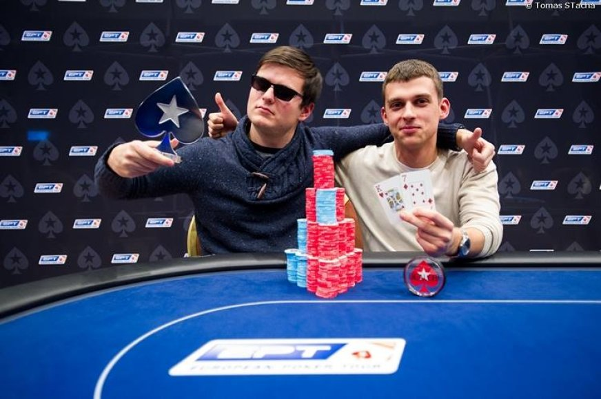 EPT šalutinio turnyro laimėtojas Laurynas Levinskas (kairėje) / PokerStars.net nuotr.