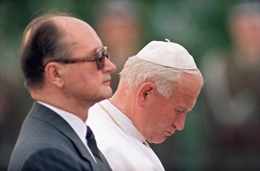 Wojciechas Jaruzelskis su popiežiumi Jonu Pauliumi II 1987-aisiais