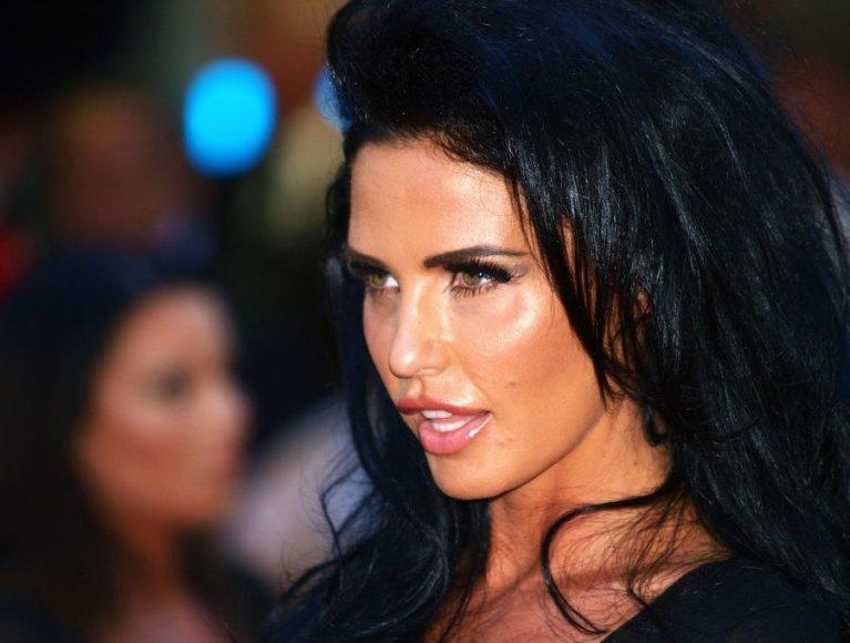 Britų televizijos persona Katie Price filmo premjeroje.