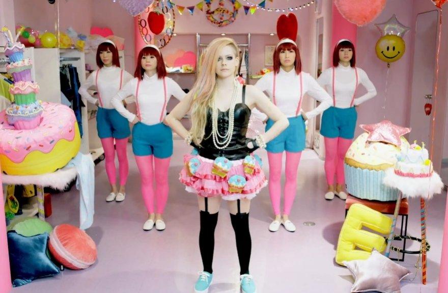 "Avril Lavigne dainos ""Hello Kitty"" vaizdo klipe"