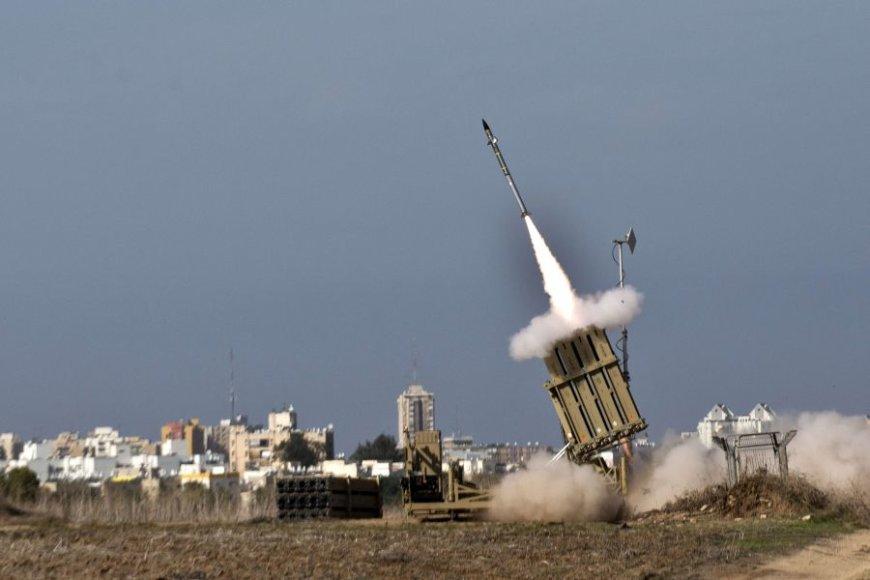"""Izraelio priešraketinės gynybos sistema """"Geležinis kupolas"""" vadinama pažangiausia pasaulyje."""