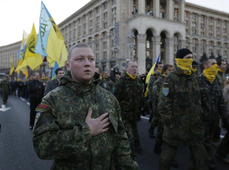 Ukrainos kariai gieda nacionalinį himną