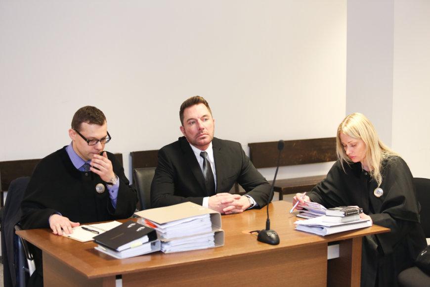 Marius Gelažnikas (centre)