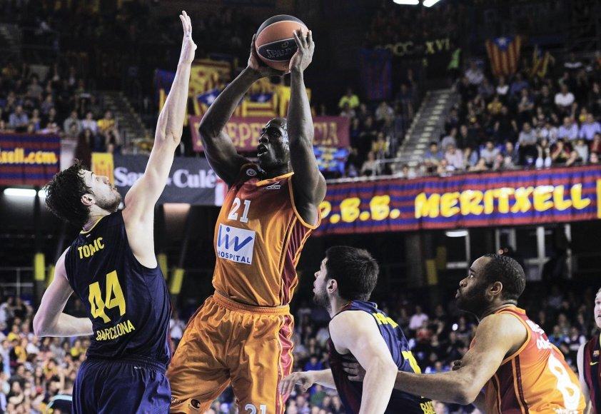 """""""Barcelona"""" žaidėjas Ante Tomičius ir """"Galatasaray"""" viens iš lyderių Henry Domercantas"""