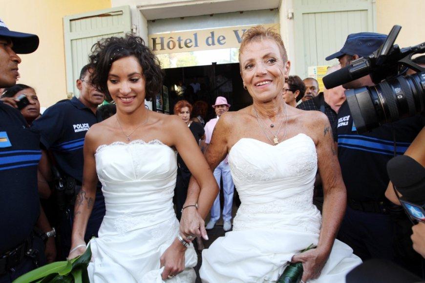 Laurence Cerveaux ir Corinne Denis - pirmoji Prancūzijos Indijos vanenyno Reunjono saloje susituokusi tos pačios lyties pora